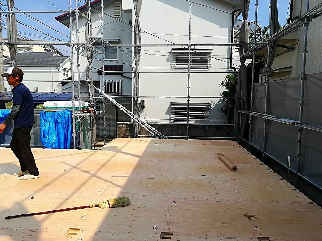 枚方市藤阪東町二丁目の家の土台敷き