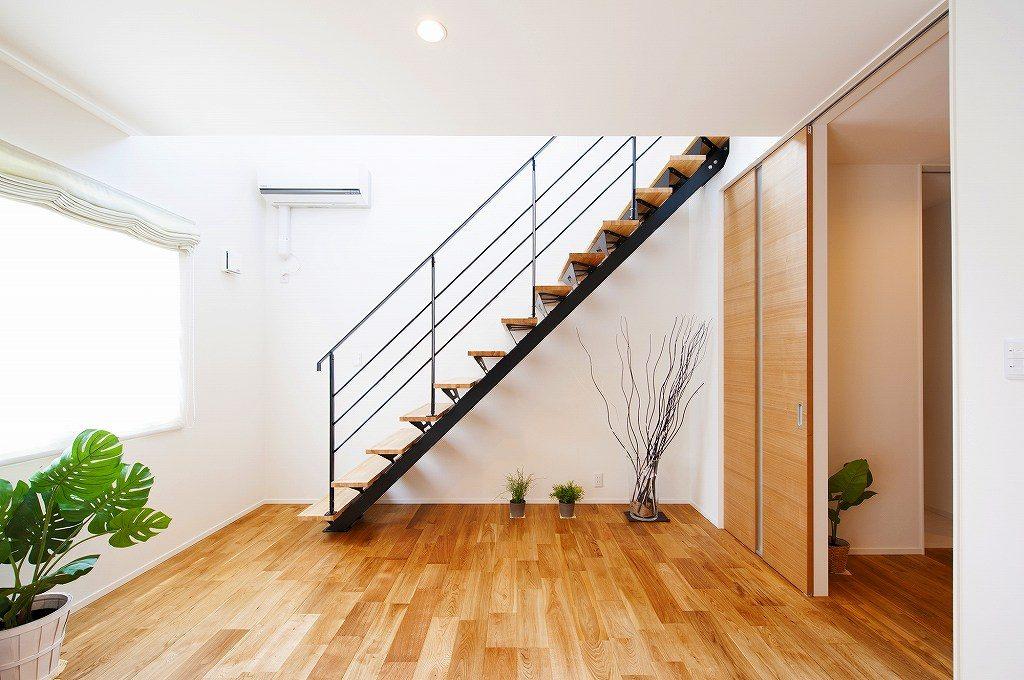 木の家の階段