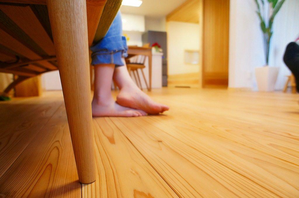 無垢の床のリビング