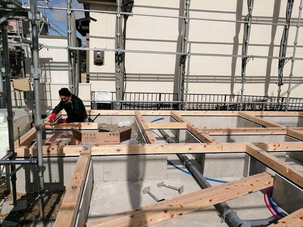 枚方市長尾台四丁目の家の土台敷き