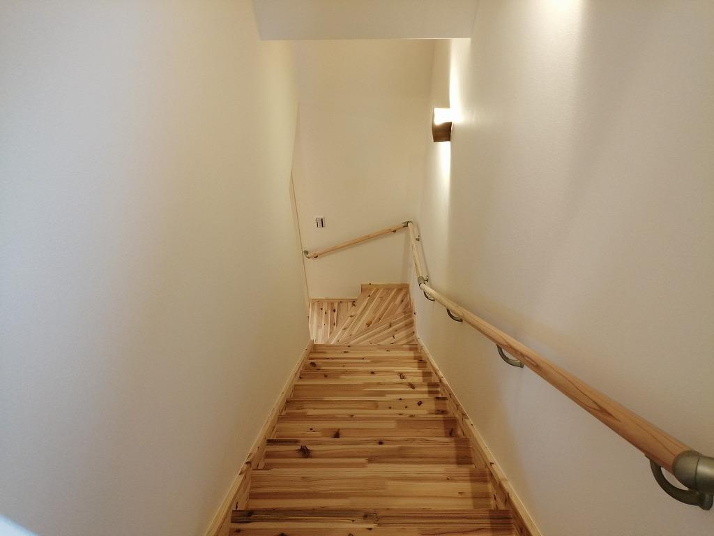 無垢材の階段
